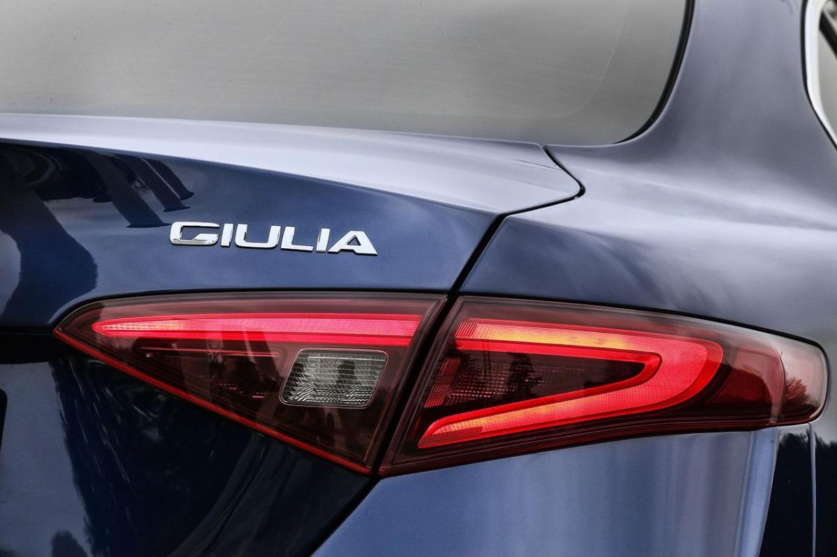 160510_Alfa-Romeo_Giulia_15_edited