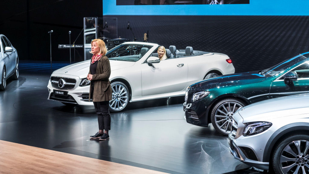 Mercedes-Benz auf dem Internationalen Automobil-Salon Genf 2017: Britta Seeger, Vorstandsmitglied der Daimler AG, verantwortlich für Mercedes-Benz Cars Vertrieb, präsentiert das neue E-Klasse Cabriolet. ; Mercedes-Benz at the 2017 Geneva International Motor Show: Britta Seeger, Member of the Board of Management of Daimler AG, responsible for Mercedes-Benz Cars Marketing & Sales, presenting the new E-Class Cabriolet.;