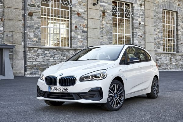 P90288876_lowRes_the-new-bmw-225xe-ip