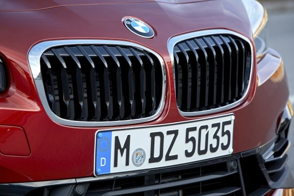 P90288895_lowRes_the-new-bmw-2-series