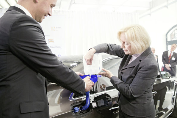 """The synthetic diesel fuel based on CO2 is a big success"", Minister of Research Prof. Dr. Johanna Wanka said."