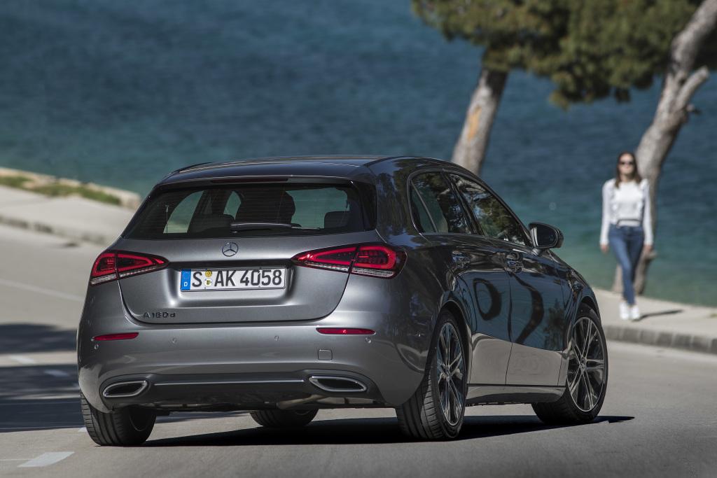 Mercedes-Benz A 180 d, Progressive, mountaingrau, Leder macchiatobeige/schwarz.;Kraftstoffverbrauch kombiniert: 4,5-4,1 l/100 km; CO2-Emissionen kombiniert: 118-108 g/km* Mercedes-Benz A 180 d, Progressive, mountain grey, Leather macchiato beige/black;Fuel consumption combined: 4,5-4,1 l/100 km; combined CO2 emissions: 118-108 g/km*